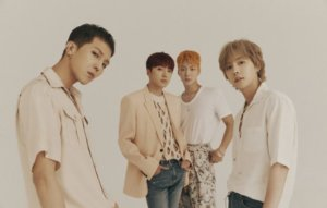 WINNER members renew their contracts with YG Entertainment