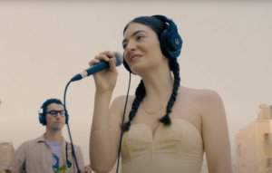 Watch Lorde and Jack Antonoff perform 'Dominoes' on a rooftop
