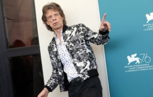 Mick Jagger appears in music video with his younger brother