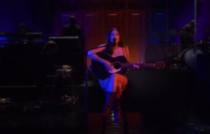 Kacey Musgraves channels 'Forrest Gump' in 'SNL' performance of 'Justified'